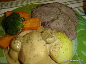 Rosmarinstek med kokt potatis och champinjonsås