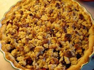 Smulpaj med skogsbär, nougat och pinjenötter
