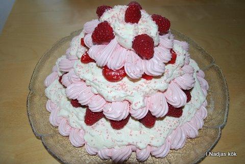 Ljuvlig Marängtårta med bär