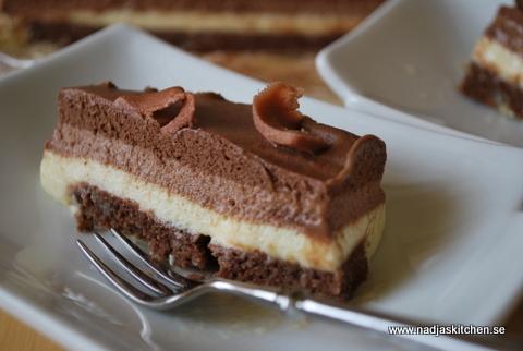 Trefärgad chokladmoussetårta