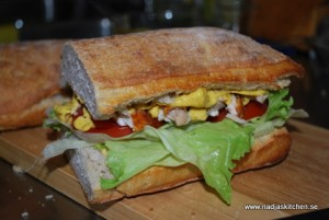 Supergod kycklingsandwich med mangocurry
