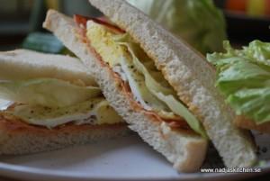 Ägg och skinksmörgås