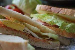 Ägg- och skinksmörgås