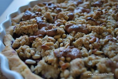 Smulpaj med olika bär, nougat o pinjenötter