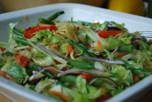Sallad med kronärtkocka, grillad paprika och haricots verts
