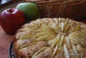 Äppelkaka med ananaskross