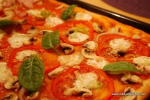 Pizza Vegetariana med mozzarella