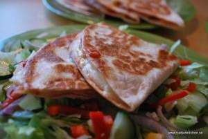 Quesadillas med ost, skinka och salsa