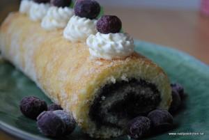 Blåbärsrulltårta