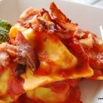 Pastakuddar med tomatsås