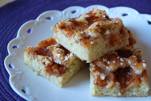 äppelkaka i långpanna med mandelmassa