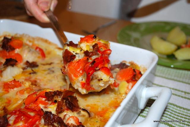Ugnsbakad fisk med baconströssel