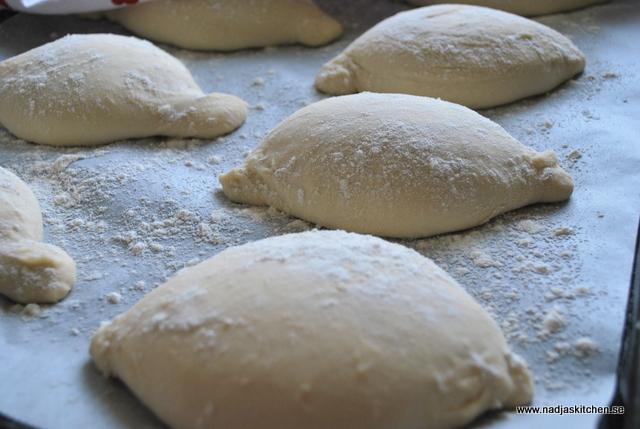 Knubbar-bröd-matbröd-surdegsbröd-surdeg-matblogg-bakblogg-vetemjöl-durumvete-sirap-baka-kurs