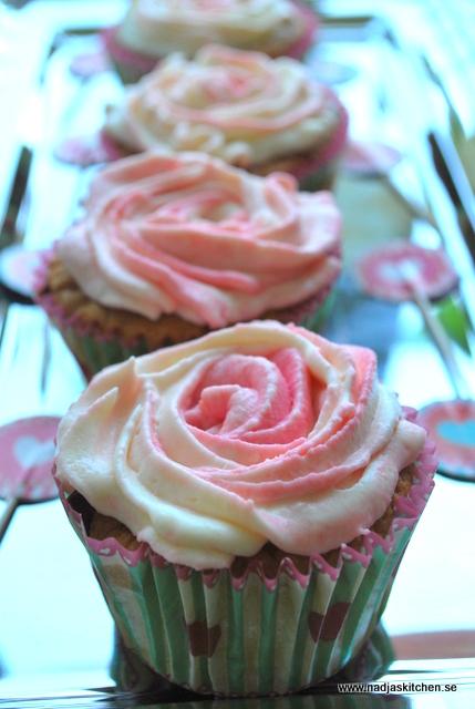 Muffins med rosdekor