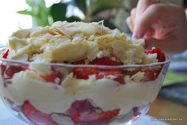 Jordgubbstriffle med mandel och kokos