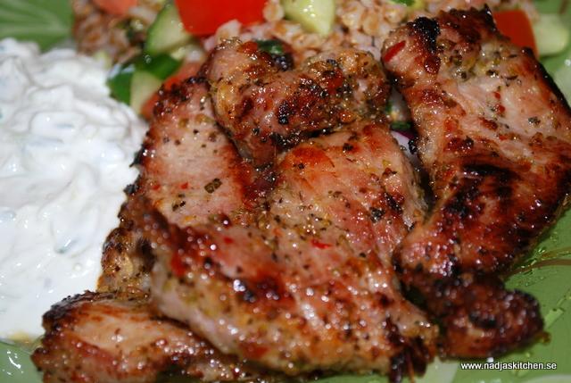 Grekisk fläskkarré med tzatziki o medelhavssallad - linas matkasse - propoints - recept - viktväktarna -