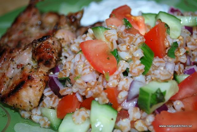 Grekisk fläskkarré med medelhavssallad med tzatziki - linas matkasse - recept - viktväktarna - propoints - matvete -