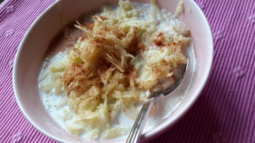 Havregrynsgröt med rårivet äpple och kanel - propoints - viktväktarna-vvtillsammans-frukost-gröt-havregryn-kanel-