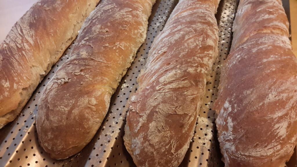 Baguetter med surdeg av fullkornsvete-propoints-viktväktarna-matbröd