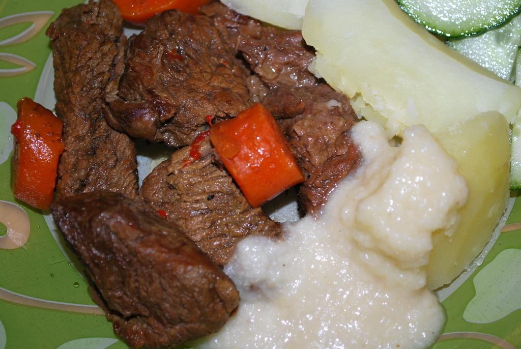 Kökt högrev med pepparrotssky