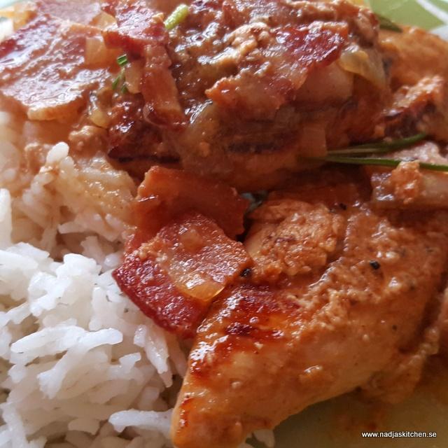 Kyckling med bacon i senapssky