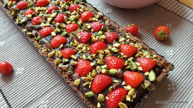 Chokladkolapaj med jordgubbar-baka utan ugn-vvsmartpoints- viktväktarna-smartpoints-choklad-kola-jordgubbar-lättbakat