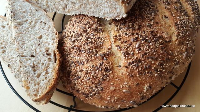 Surdegsbröd med frötäcke-vvsmartmat-viktväktarna-kronjäst-surdeg-baka-matbröd-solrosfrö-linfrö-sesamfrö-