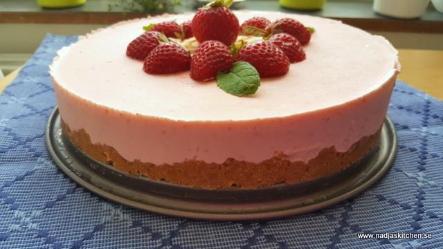 Jordgubbscheesecake-jordgubbar-viktväktarna-smartpoints-nobakecake-